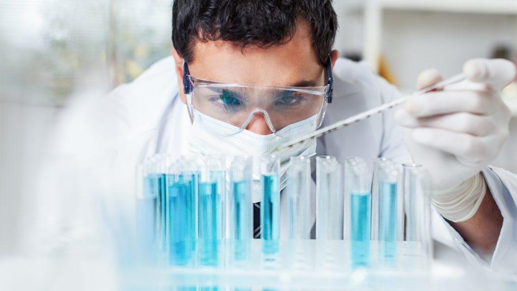 Aptys_pharma_Home_Slider_engineers_test_tubes-2